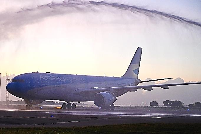 The inaugural arriving flight receives a water salute
